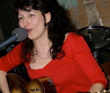 Donna-Herula-in-Blues-Hall