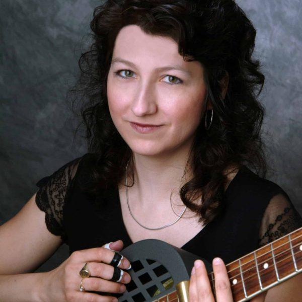 Donna-Herula-with-guitar